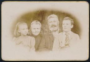 cca 1900 Családi fotó, Jandly-Döbrentey Sándor amatőr felvétele, 6×9 cm