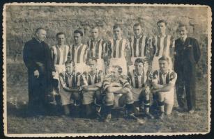 1938 A Váci Reménység csapatásnak tagjai, fotólap, 8,5×13,5 cm