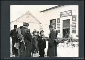 cca 1950-1960 Mórahalom, határőrök a vegyesbolt előtt; Földművelésszövetkezet italboltja, 2 db fotó, kartonra ragasztva, feliratozva, 18×24 cm
