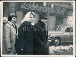 cca 1960 Törőcsík Mari (1935-) színésznő és Bodrogi Gyula (1934-) színész fotója, 8,5x11,5 cm