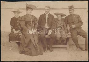 cca 1910 Családi fénykép egy vasutassal 18x12 cm