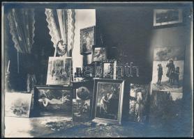 cca 1910 Enteriőr, festményekkel 18x12 cm