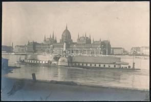 cca 1910 Budapest, Parlament Sajó gőzössel. Kartonra kasírozva. 15x10 cm