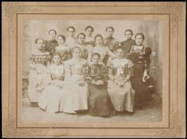 cca 1900 Fiatal lányok portréja, fotó kartonon, kopásnyomokkal, a karton foltos, 16x22 cm