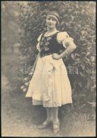 cca 1928 Magyaros, nemzeti színű szalaggal díszített népviseletbe öltözött lány fotója, jó állapotban, 23×16 cm