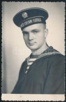 1952 Budapest, Honvéd folyami flottillás fényképe, a fotó a hátoldalán feliratozva,13,5x9cm