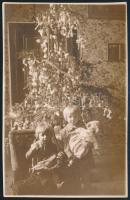 1930 Tapolca, Gyerekek karácsonyi fényképe, a fotó a hátoldalán feliratozva,13,5x9cm