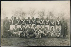 1935 Katonák focicsapatai Budapesten, I. kórház és páncélosok 4:1, hátoldalon feliratozva, 11×17 cm