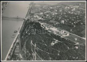 1932 Budapest, légi felvétel, a Gellért-hegyről a Lágymányosi-tóról, a dunai uszodákról, jó állapotban, hátoldalon feliratozva, 11×16 cm