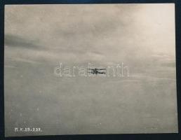 cca 1915 Flieger-Kompanie 23 Brandenburg-típusú felderítő repülőgépe a levegőben, feliratozott fotó, jó állapotban, 9×11,5 cm / reconnaissance aircraft
