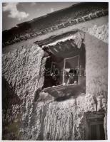 Rév Miklós (1906-1998): Leselkedők, jelzetlen fotóművészeti alkotás, 40×30 cm