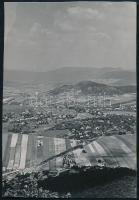 1937 Kinszki Imre (1901-1945) budapesti fotóművész hagyatékából, a szerző által feliratozott vintage fotó (Hárshegy), 6,8x4,5 cm