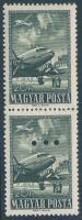 1957 Repülő 20Ft függőleges pár, az alsó érték hármaslyukasztással (a Magyar Posta ajándéka) (15.000)