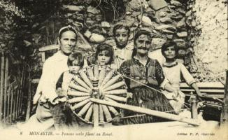 Bitola, Monastir; Femme serbe filant au Rouet / Serbian women and girls at the spinning wheel, folklore from Macedonia