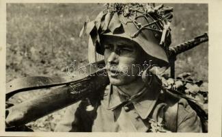 1943 Budapest, Haditudósító Kiállítás: magyar katona. Szentpétery zls. haditudósító felvétele / WWII Hungarian military, soldier