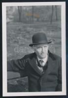1940 Kinszki Imre (1901-1945) budapesti fotóművész hagyatékából, jelzés nélküli vintage fotó, a szerző által datálva (Dr. Gönczi Jenő portréja), 6,7x4,5 cm