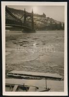 cca 1929 Kinszki Imre (1901-1945) budapesti fotóművész hagyatékából jelzés nélküli, vintage fotó (Erzsébet híd), 6x4,3 cm