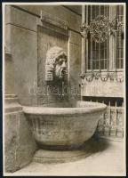 1929. április 18. Kinszki Imre (1901-1945) budapesti fotóművész hagyatékából jelzés nélküli, de a szerző által datált, vintage fotó (Falikút Bp-en, ez a szerző által számozott 137. felvétele), 8,4x6 cm
