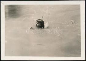 cca 1933 Kinszki Imre (1901-1945) budapesti fotóművész hagyatékából jelzés nélküli vintage fotó (Úszó gyermek), 4,3x6 cm