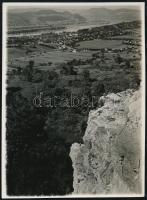 1936. augusztus 28. Kinszki Imre (1901-1945) budapesti fotóművész hagyatékából jelzés nélküli, de a szerző által datált, vintage fotó (Dunakanyar sziklás kilátóról), 8,4x6 cm