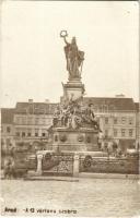 1907 Arad, 13 vértanú szobra. Schwarz Testvérek, Frischmann József és Herbstein Mór üzlete / statue of the 13 martyrs, shops. photo (EK)