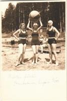 Bártfafürdő, Bardejovské Kúpele, Bardiov, Bardejov; strand, nők korabeli fürdőruhában / swimming pool, women in bathing dress. photo (12,4 x 8,2 cm)