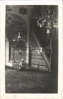 Ada Kaleh; Mecset belső török imádkozó férfival / mosque interior with Turkish praying man. photo (EK)