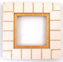 Fehér-arany színű képkeret, jó állapotban, belső méret: 9×9 cm, külső méret: 17,5×17,5 cm