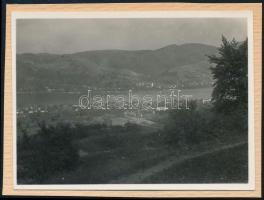 1936 Kinszki Imre (1901-1945) budapesti fotóművész hagyatékából, jelzés nélküli, vintage fotó, a szerző által készített gyűjtőalbumból kiemelve (Dunai táj), 5,5x7,5 cm