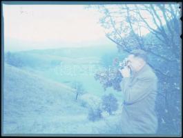 cca 1954 Pioker Ignác (1907-1988) élmunkás és fotóművész tájat fotografál, Kotnyek Antal (1921-1990) budapesti fotóriporter hagyatékából vintage negatív, 9x12 cm