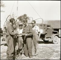 cca 1952 Rádióval felszerelt teherautó-service, a kombájnok javításához hívták aratás idején, Kotnyek Antal (1921-1990) budapesti fotóriporter hagyatékából 4 db vintage negatív, 6x6 cm