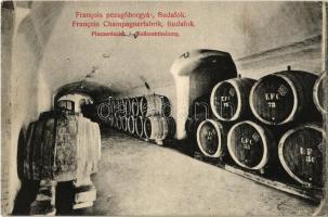 Budapest XXII. Budafok, Francois pezsgőgyár, pince részlet hordókkal. Hollenzer és Okos kiadása (EB)
