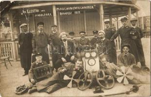 1912 Budapest XIV. Angol Park, Angolpark; Die Elektro und Maschinentechniker / Az elektromos és a gépi technikusok csoportképe. photo (szakadás / tear)
