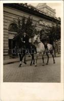 1938 Kecskemét, v. Barczaújfalusy Egon ezredes és felesége lovon, háttérben Első Kecskeméti Dísztemetkezési vállalat és zsinagóga. photo
