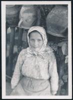 1941 Kinszki Imre (1901-1945) budapesti fotóművész hagyatékából, a szerző által feliratozott vintage fotó (Cerny Zelka, kislány portré), 6x4,3 cm