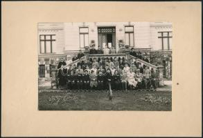 1934 Budapest, Manréza, csoportkép tanárokról, diákokról, vintage fotó, feliratozva, 11x16,5 cm, karton 17x24,5 cm