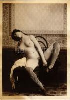 Erotic (gently pornographic) nude lady. photo (9,7 x 13,5 cm) (fl)