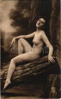 Erotic nude lady. P.C. Paris 2214. (r)