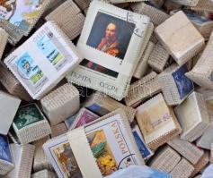 Több mint 300 db vegyes külföldi bündli ömlesztve zacskóban