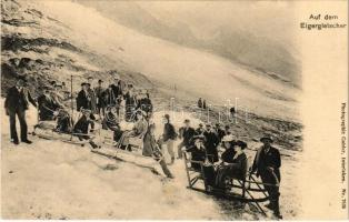 Auf dem Eigergletscher. Photographie Gabler, Interlaken. No. 7636. / Swiss winter sport, sleds