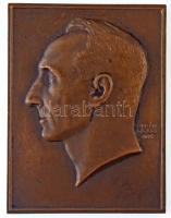 Berán Lajos (1882-1943) 1932. Férfi portré Br plakett (52,5x70mm) T:2 ph.