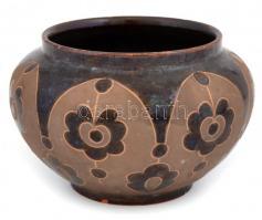 ifj. Badár Balázs (1896-1972): Tálka. Festett mázas kerámia, jelzett, kopásokkal m: 11 cm, d: 11,5 cm