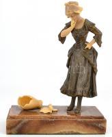Mednat jelzéssel: Lány széttört korsóval, patinázott fém-műgyanta, alabástrom talapzaton, m: 24 cm