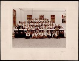 cca 1935 Eger, Kiss és Fia fényképészete által készített vintage fotó, 16,2x22,5 cm, karton (sarkán törésvonal) 24,5x33 cm