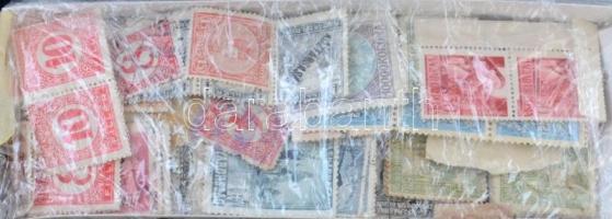 Régi főleg magyar bélyegek kis doboztetőben