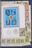 Kis tétel, főleg szovjet bélyegek, 50-es évek blokkjai, hozzá kevés lengyel, gumi nélküli magyar és FDC