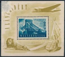 1948 Lánchíd II. blokk, a bal felső saroknál erősen sérült képoldal, a gumizáson fekete betapadás pöttyök (15.000) (damage on the print, gum disturbance)