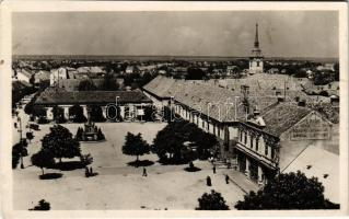 1944 Érsekújvár, Nové Zámky; tér, Kurzweil Gáspár, Lövy Herman és Weiss Kornél üzlete, Grand Hotel szálloda, kávéház és étterem / square, shops, hotel, cafe and restaurant