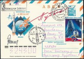 Alekszej Gubarev (1931-2015) szovjet és Vladimír Remek (1948- ) cseh űrhajósok aláírásai emlékborítékon / Signatures of Aleksey Gubarev (1931-2015) Soviet and Vladimír Remek (1948- ) Czech astronauts on cover
