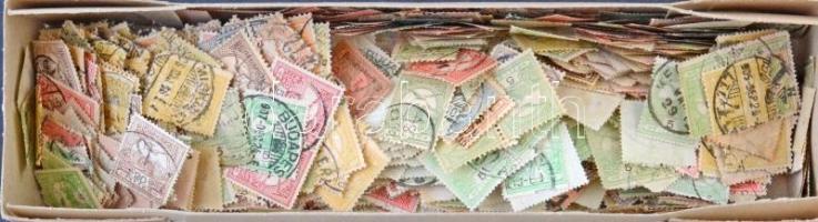 Több mint ezer db vegyes Turul bélyeg ömlesztve kis dobozban. Lemezhibákra, vízjelállásokra átnézetlen!